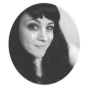 Hi, I'm jules tillman - artist and creative coach. I want to teach you how to sell your art passively online! Oh... and I'll teach you for FREE!